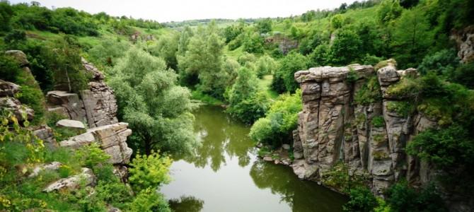Мальовничий каньйон в Буках та екскурс в кам'яне минуле